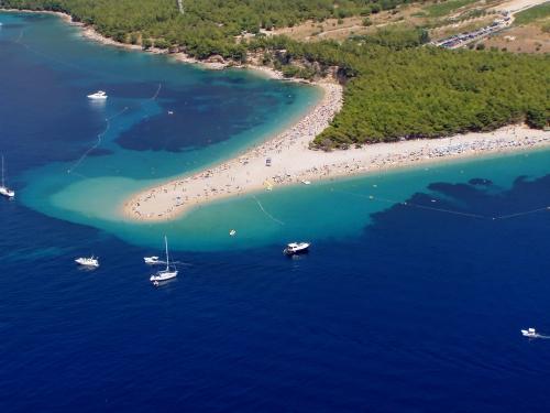 zlatni-rat-isla-de-brac-croacia